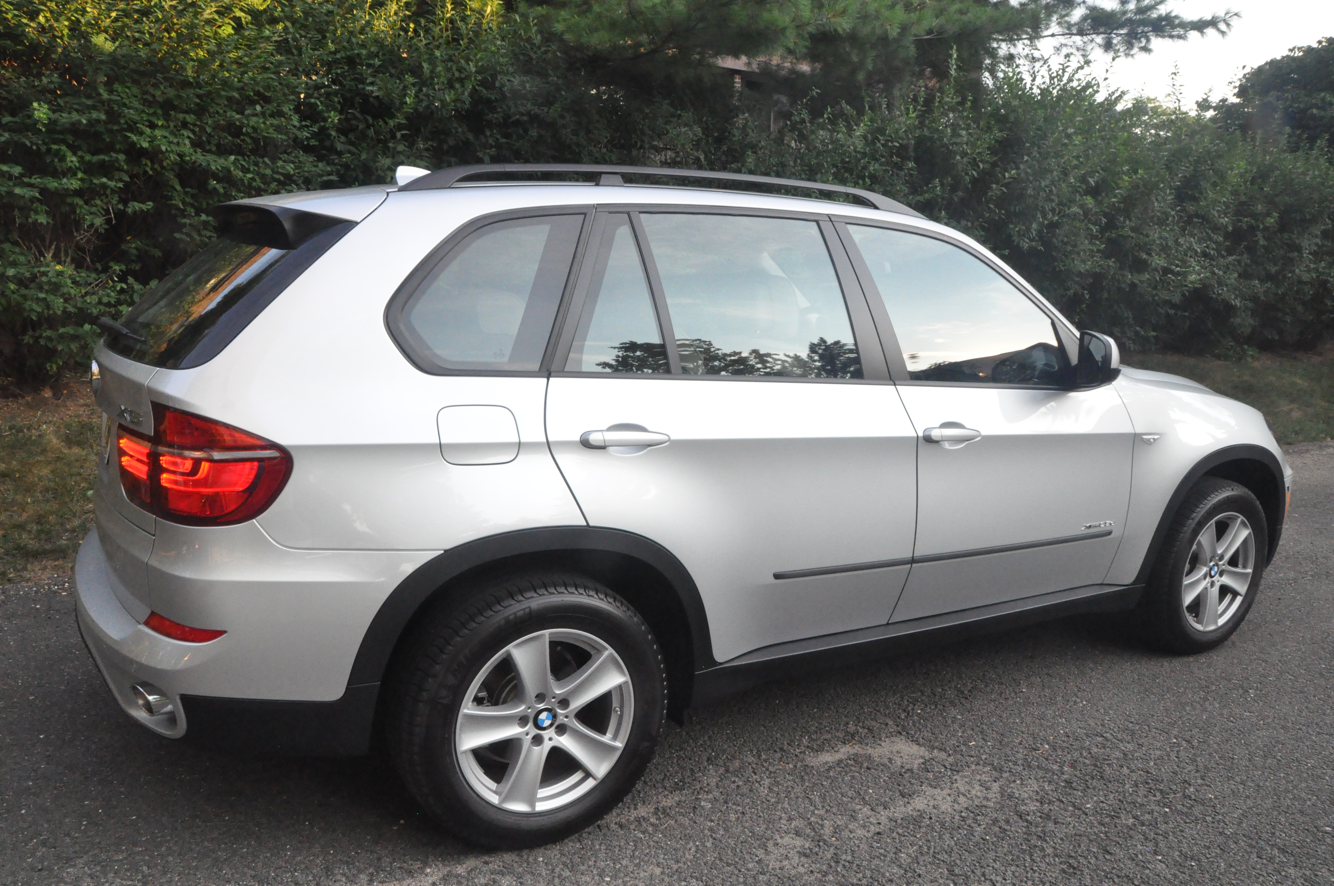 2011 bmw x5 xdrive35d review and first drive the green car driver. Black Bedroom Furniture Sets. Home Design Ideas