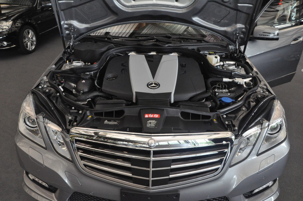 Mercedes-Benz E350 BlueTec engine