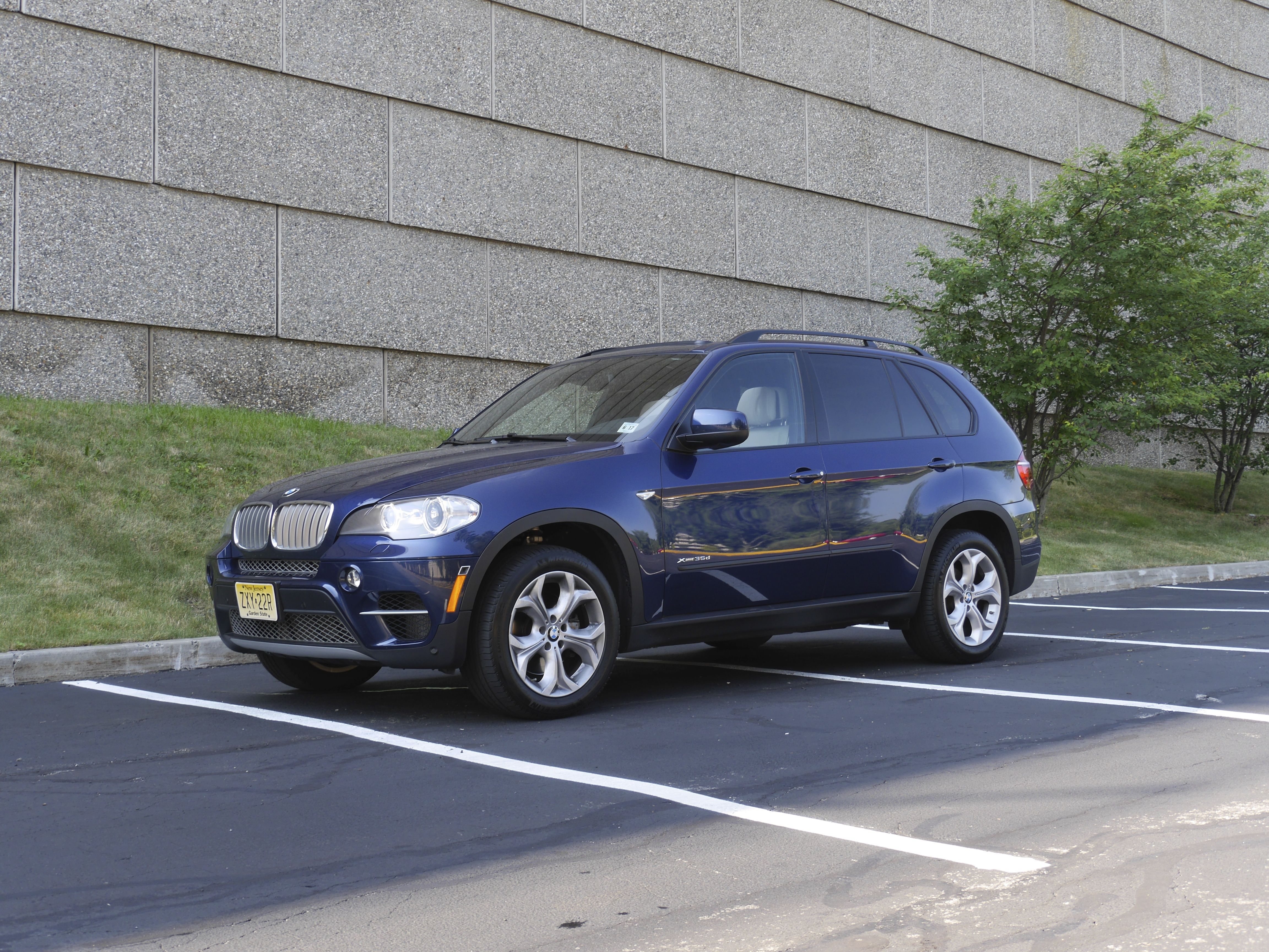 last drive 2012 bmw x5 xdrive35d homage and review the green car driver. Black Bedroom Furniture Sets. Home Design Ideas