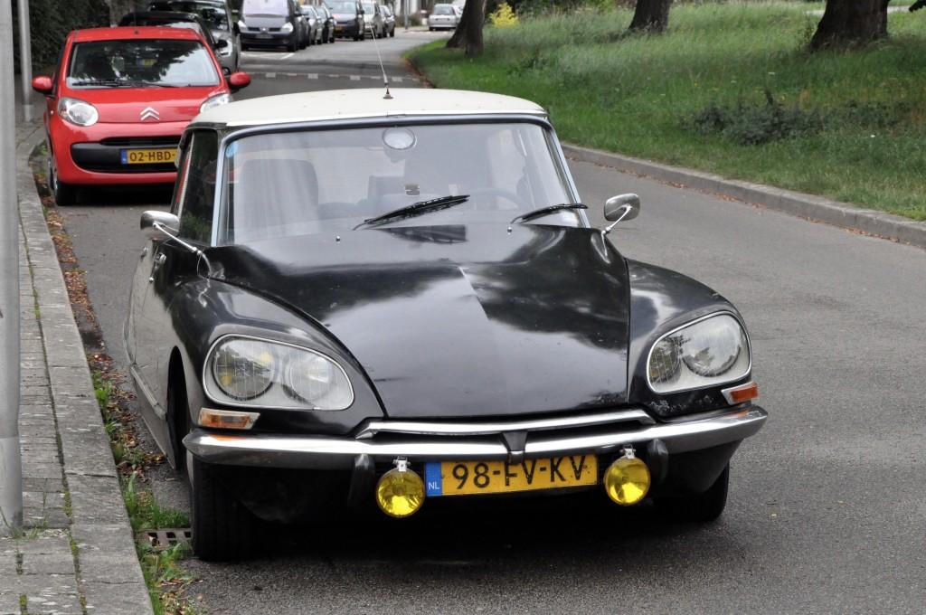 A classic Citroën DS 23